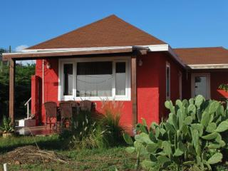 Red Cottage with nice seaview, close to beaches, San Nicolas