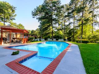 Stunning,ATL 3BDR with a Bonus Rm, Pool,All New