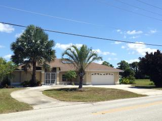 Beautiful and quiet waterfront home in SW Florida, Rotonda West