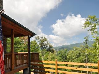 Custom Cabin W/ Mountain Views on 200 acres!, Clyde