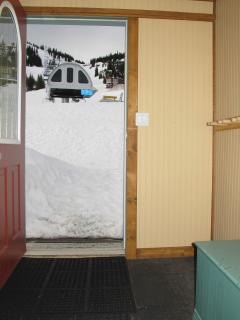 Just a few steps from lifts and Ski to your back door