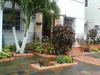Room/ArtDeco Villa, EspanolaWay /AD, Miami Beach