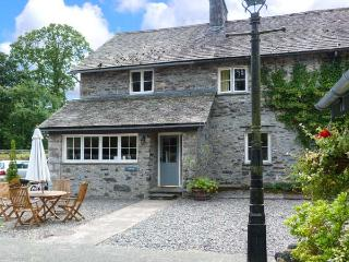 CRABTREE, en-suite bedroom, pet-friendly, ground floor cottage with woodburner,