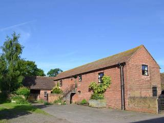 SUTHERLANDS DRIFT, all one floor, en-suite facilities, woodburning stove, patio with furniture, in Kynnersley Ref 913745