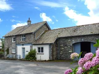 JUBILEE, en-suite, open fire, heated pool and fishing, pet-friendly cottage in G