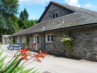 EEL HOUSE, WiFi, woodburner, pet-frendly, baby-friendly, shared grounds, in