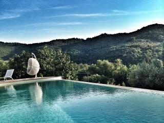 Fonte Cicerum stone villa with eco infinity pool, Paciano