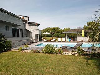 Villa Falatte, Sleeps 12, Bonifacio