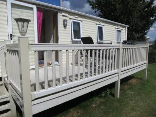 Cherry Tree 70715 - 8 berth with large deck area, Great Yarmouth