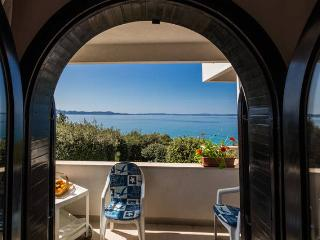 Villa Mirella-apartment for 3+1, first to the sea!, Kozino