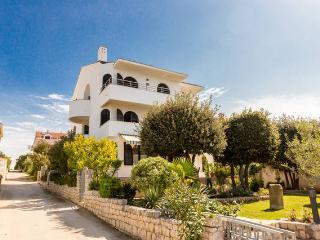 Villa Mirella, Zadar - apartment for 4-6 person