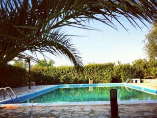 villa di trulli e lamie con piscina, Ceglie Messapica