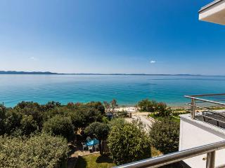 Villa Mirella-apartment for 4, first to the sea!