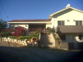 Quiet hilltop getaway near beautiful reservoir, Limassol