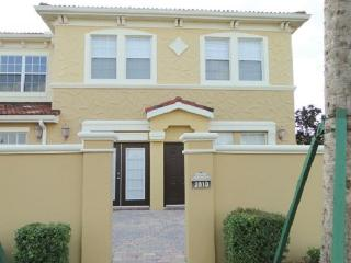 Wonderful 4 Bedroom Courtyard Villa 2810, Davenport