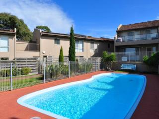 THE ESPLANADE 4 - FREE WIFI & FOXTEL INCLUDED, Inverloch
