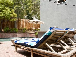 Sunset Plaza 3bd 3Ba +Den with Epic views & Pool, Los Ángeles