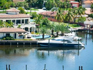 INTRACOSTALL YACHT CLUB /BEACH/FUN/SLEEPS 6 2001, Sunny Isles Beach