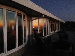Whalerock Luxury 3 bd, 2 bath Home; Privacy, Stunning Ocean Views & Hot  Tub