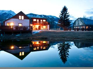 Elk River Lodge...90+ acre ranch on Elk River!, Sparwood