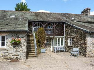 HAZEL SEAT, woodburner, WiFi, shared grounds with indoor pool, pet-friendly cottage in Graythwaite, Ref. 914062, Hawkshead