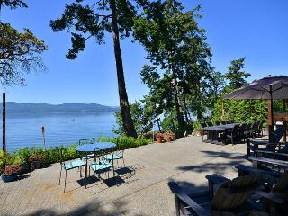 Victoria Area Deep Cove Ocean Front 5 Bedroom Private Vacation Home, North Saanich