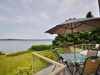 Vancouver Island 3 Bedroom Ocean View and Beach Front House in Chemainus BC