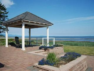 Awesome 3 Bedroom Ocean and Beach Front French Creek Rancher in Parksville