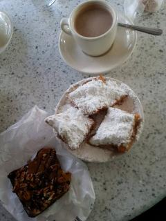 Cafe' w Biegnets (French Donut) and Brownie