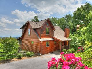 3 LEVELS OF FUN AND GLASSED IN PORCH W/VIEW!, Sevierville