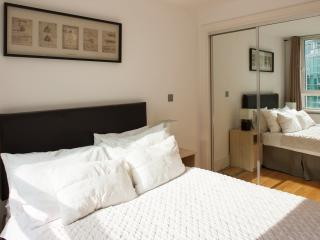 River-view, 2 Bedoom Apartment with Private Balcon, London