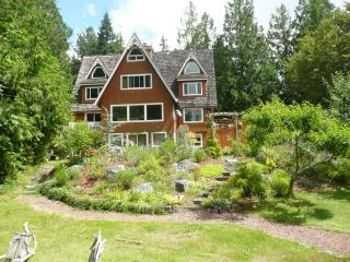 Lovely Rural Chalet W Puget Sound 1 hr  to Seattle, Poulsbo