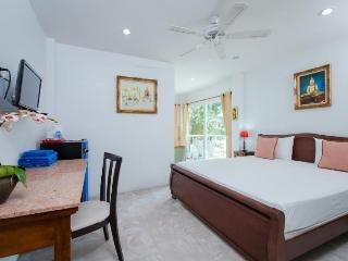 Peaceful Studio - Close to beach!, Patong