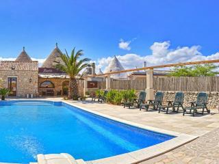 Area relax....piscina all'aperto!!