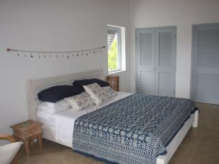 Super comfy 6' wide bed