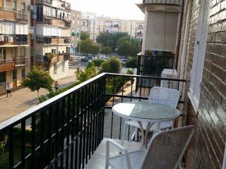 Courtyard Apt with Wi-Fi, Balcony and Garage, Siviglia