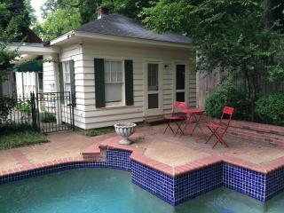 Charming Midtown Carriage House with Pool, Memphis