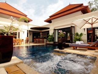 Exterior - Private swimming pool with Jacuzzi