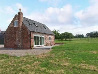 THE LAVENDER HOUSE, detached, woodburning stove, WiFi, patio with furniture, near Yaxall, Ref 19094