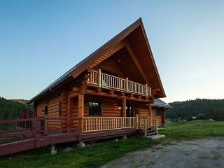 Charming 3 bedroom cabin just minutes from Foys Lake. Sleeps 10!, Kalispell