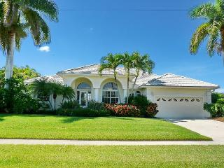 Beautifully maintained, waterfront home w/ spacious, heated pool, Isla Marco