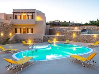 Santorini Holiday Luxury Family Apartment  1042, Firá