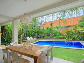 Spacious 4 BR Villa in Central Seminyak Near Beach