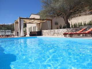 Modern New 3 bedroom Villa with Pool, Modica
