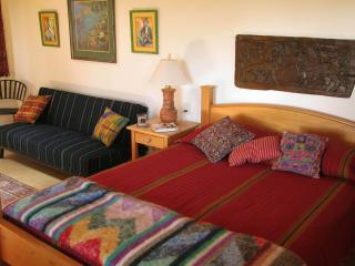 Elegant Apartment with Great Views Close to Town, San Marcos La Laguna