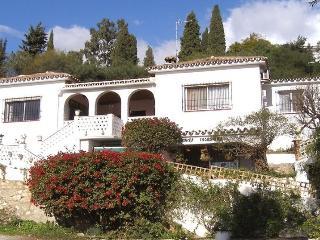 Casa Emilia, traditional villa with large pool., Mijas Pueblo