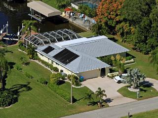 Villa Malou Cape Coral Waterfront  Pool  3/2