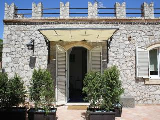 Avocado Bed Breakfast & Beyond, Giardini-Naxos