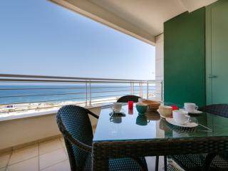 SEAFRONT APARTMENT AT FORT CAMBRIDGE, SLIEMA
