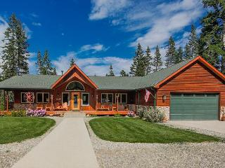 Aspen Lodge!  Newer Cabin on 5 Acres! 6BR / 3.5BA, Sleeps 16, Hot Tub!, Cle Elum